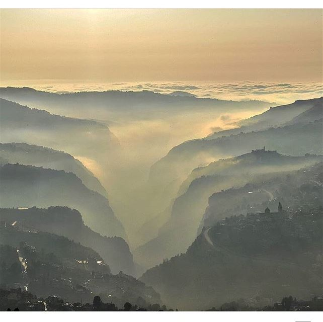 /MONDAY,21th SEPTEMBER 2018\Sunset 🌅 above the majestic valley ☁️ ⛰... (Kadisha Valley)